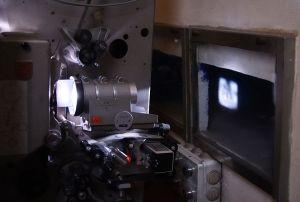 800px-Projecteur_cinématographique_35mm